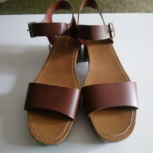 American Eagle brown Sandals